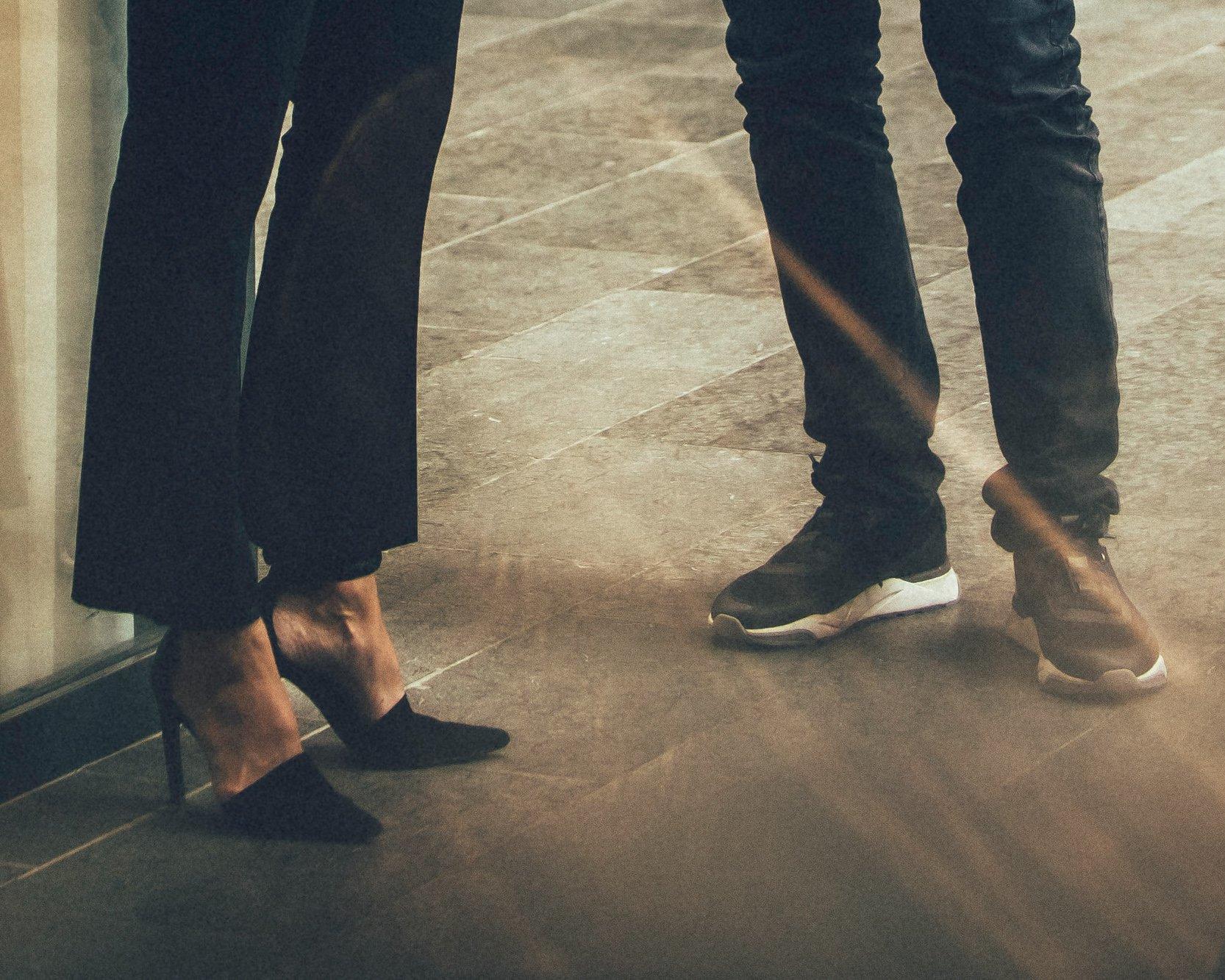 sneakers-och-hogklackadeskor